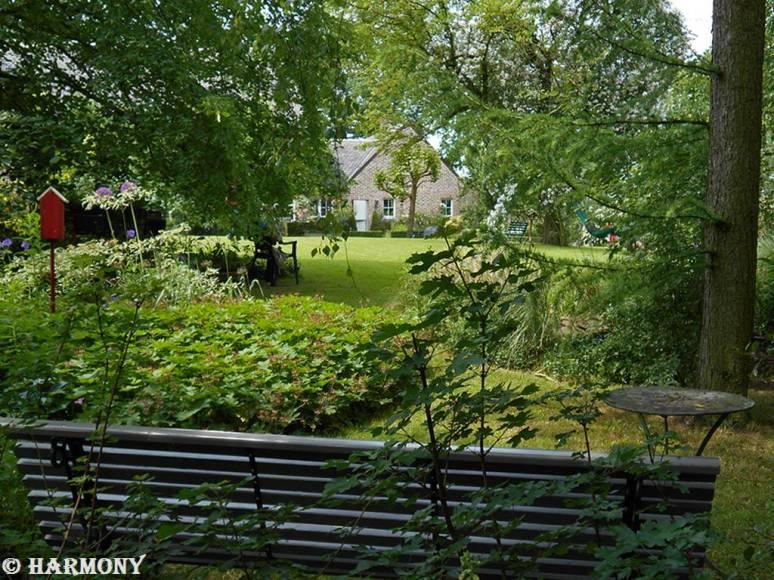 Aire de repos avec vue sur le jardin