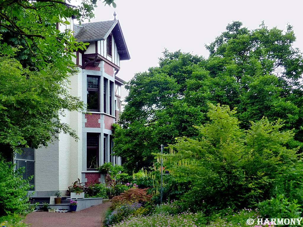 Jardins de liege 2 essentiellement nature - Entree de la maison ...